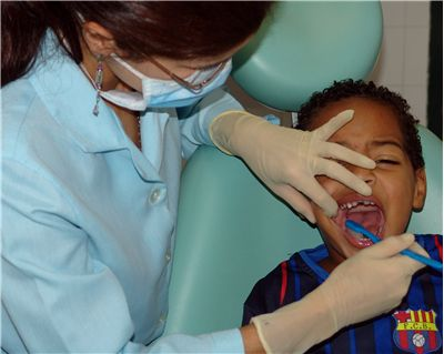 Picture Of Dentist Fluor Application